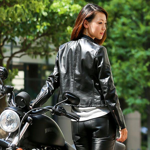 улице, публике жопа в кожаных штанах на мотоцикле фото нашел