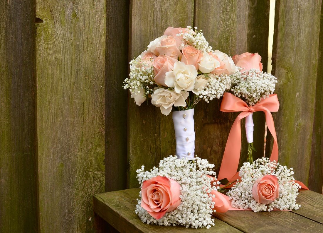 Simple, Sweet, Romantic peaches and cream bouquets. The ...