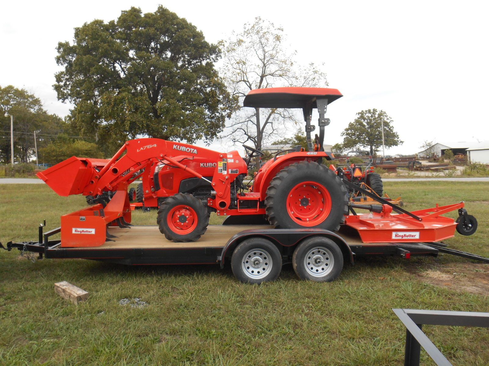 L4600D Kubota 4wd Tractor Loader/New Trailer, Bush Hog and Box Blade