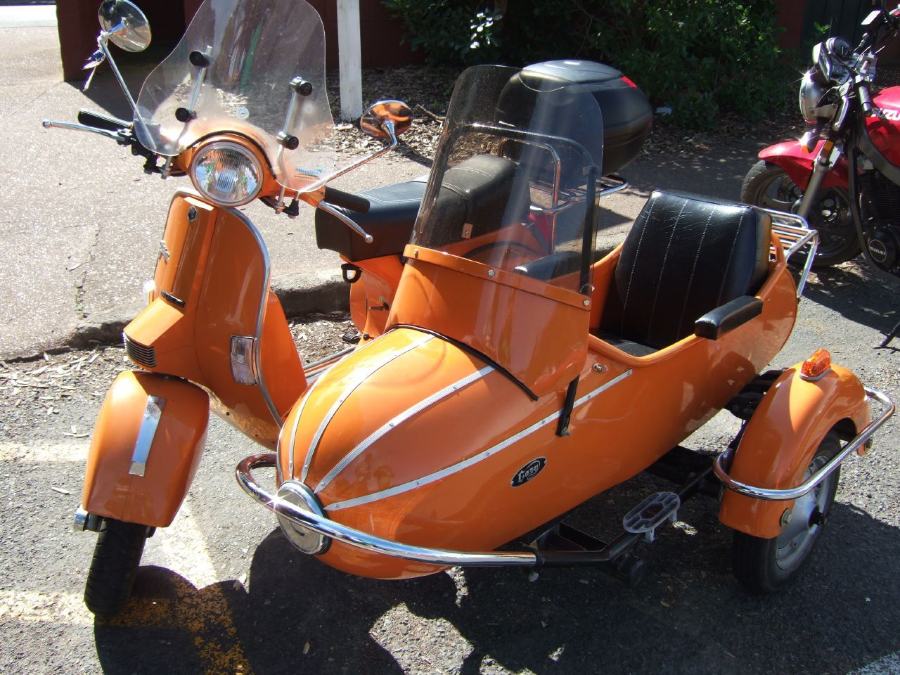 Modifikasi vespa super apps directories - Orange Vespa With Sidecar Bullet
