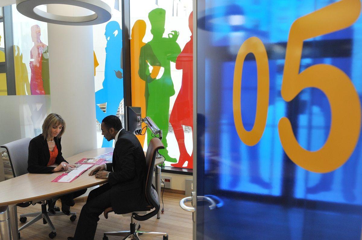2013 l 39 espace entreprises marseille euro m diterran e bouche du rh ne de la banque postale - Bureaux de poste marseille ...