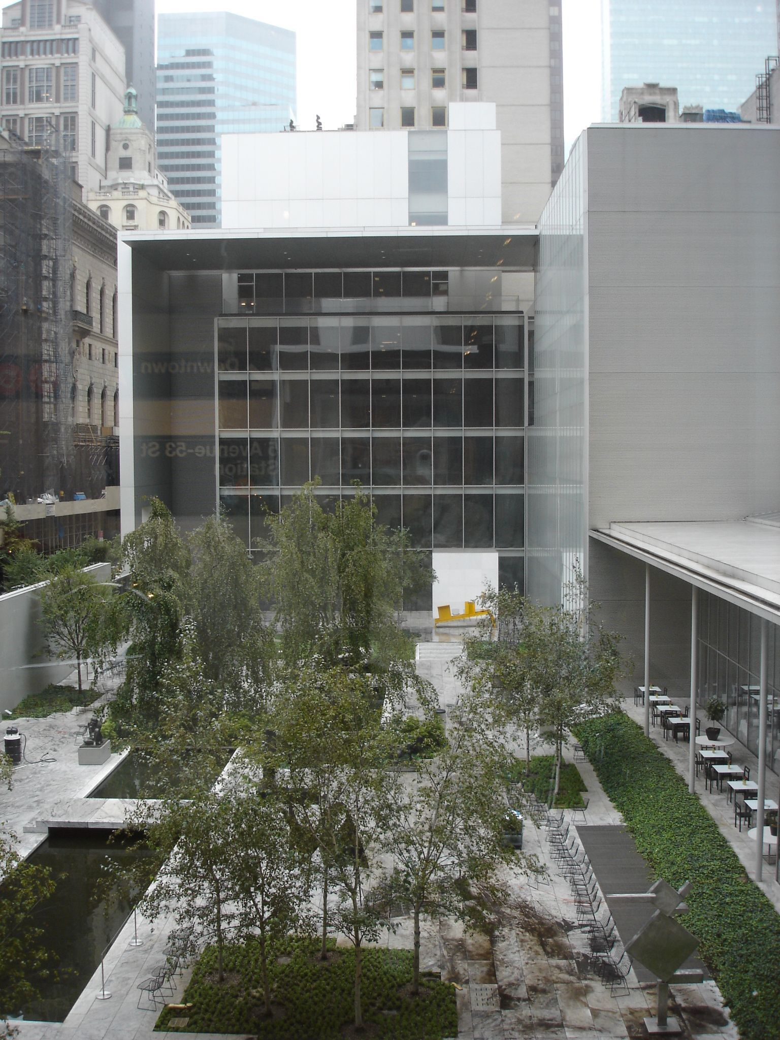 The Museum Of Modern Art Moma Is An Art Museum In Midtown Manhattan In New York City On 53rd Str Museum Of Modern Art New York Architecture New York Museums