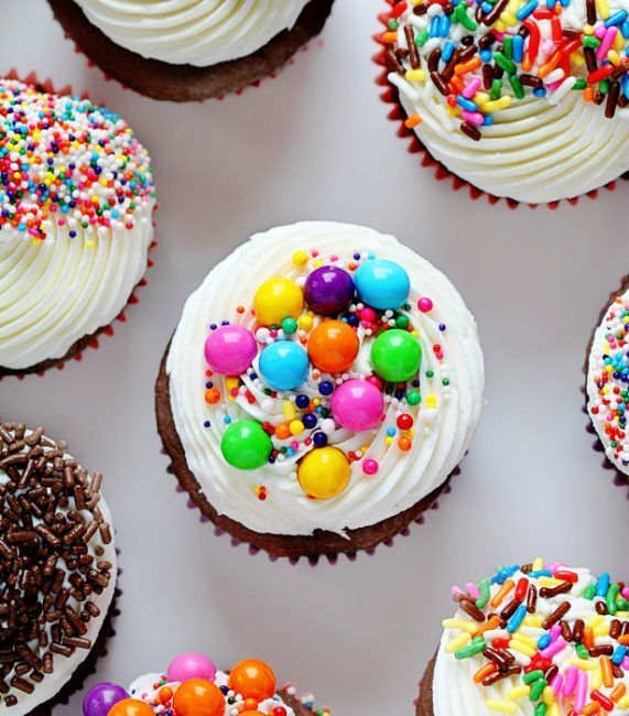 Seriously the easiest way to decorate cupcakes and so stinkin delicious!  sc 1 st  Pinterest & Seriously the easiest way to decorate cupcakes and so stinkin delic ...