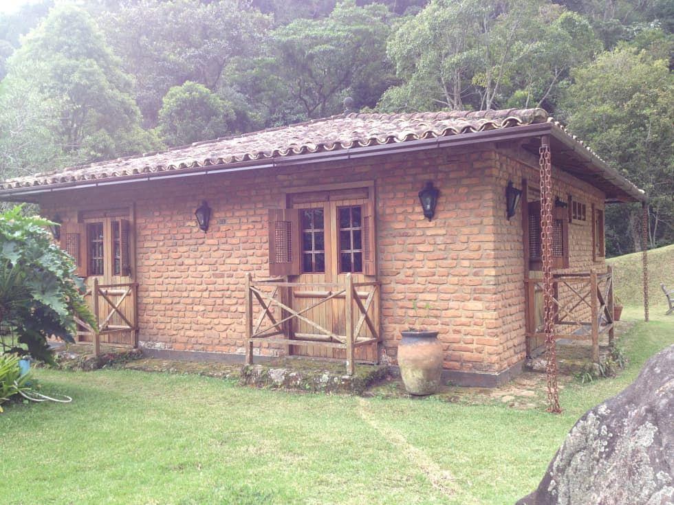Casas de estilo por fernando menezes arquitetura sierra for Fachadas de viviendas pequenas