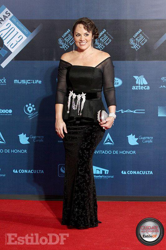 DONT!!! Tatiana. No me gusta, qué horror. No entiendo nada de su outfit, ella podría vestirse mejor. Calificación: 4. Cuídate de la Cámara con @EdySmol