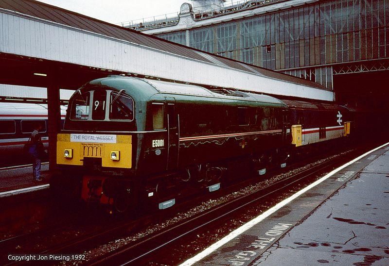 E5001 and 73132 at Waterloo