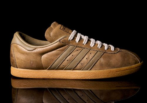 MODEL: ADIDAS TOBACCO MADE IN: INDONESIA MADE ON: 06/01 ART.