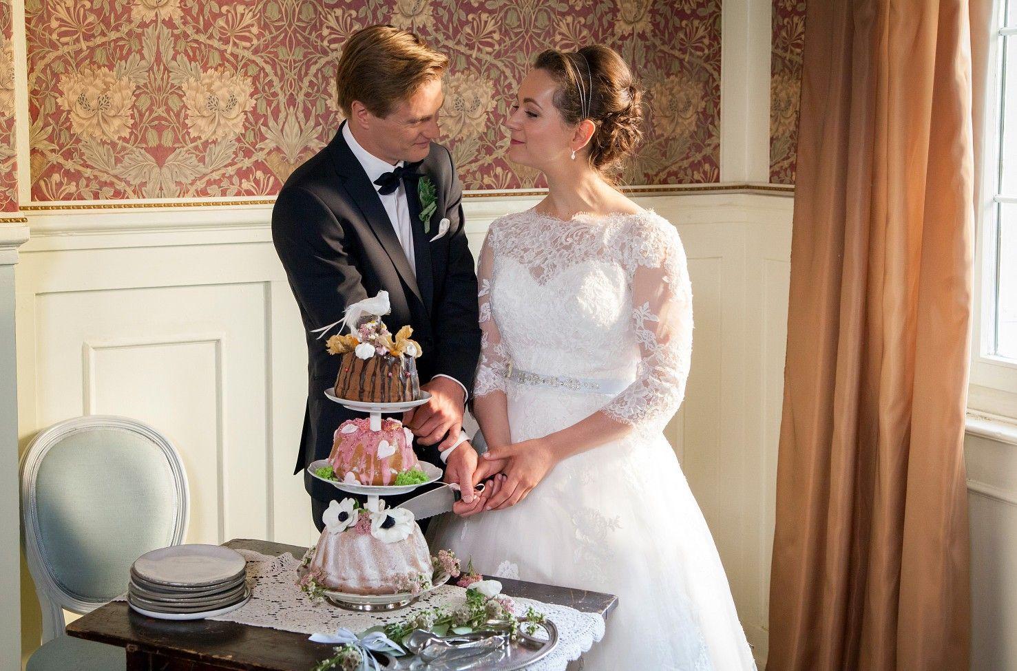 Pin Von Sonja Rippert Auf Sturm Der Liebe Brautpaare Hochzeitskleid Spitze Kleid Hochzeit Sturm Der Liebe