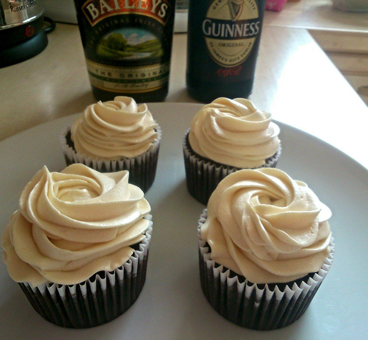 I don't tend to make many cupcakes these days but since I was going to a St. Patrick's Day party this weekend I thought it would be a perfect excuse to bake a batch of these beauties. I…