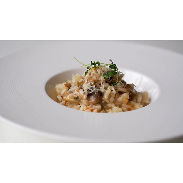 A creamy bowl of autumn comfort: mushroom risotto