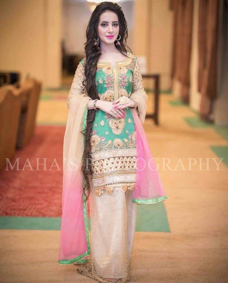 53290b8fb8 Green and Pink Mehndi Dress with Pearl Net Palazzo Pants, Cutwork Sleeves  and Gotta Work Pakistani Wedding by KaamdaniCouture on Etsy
