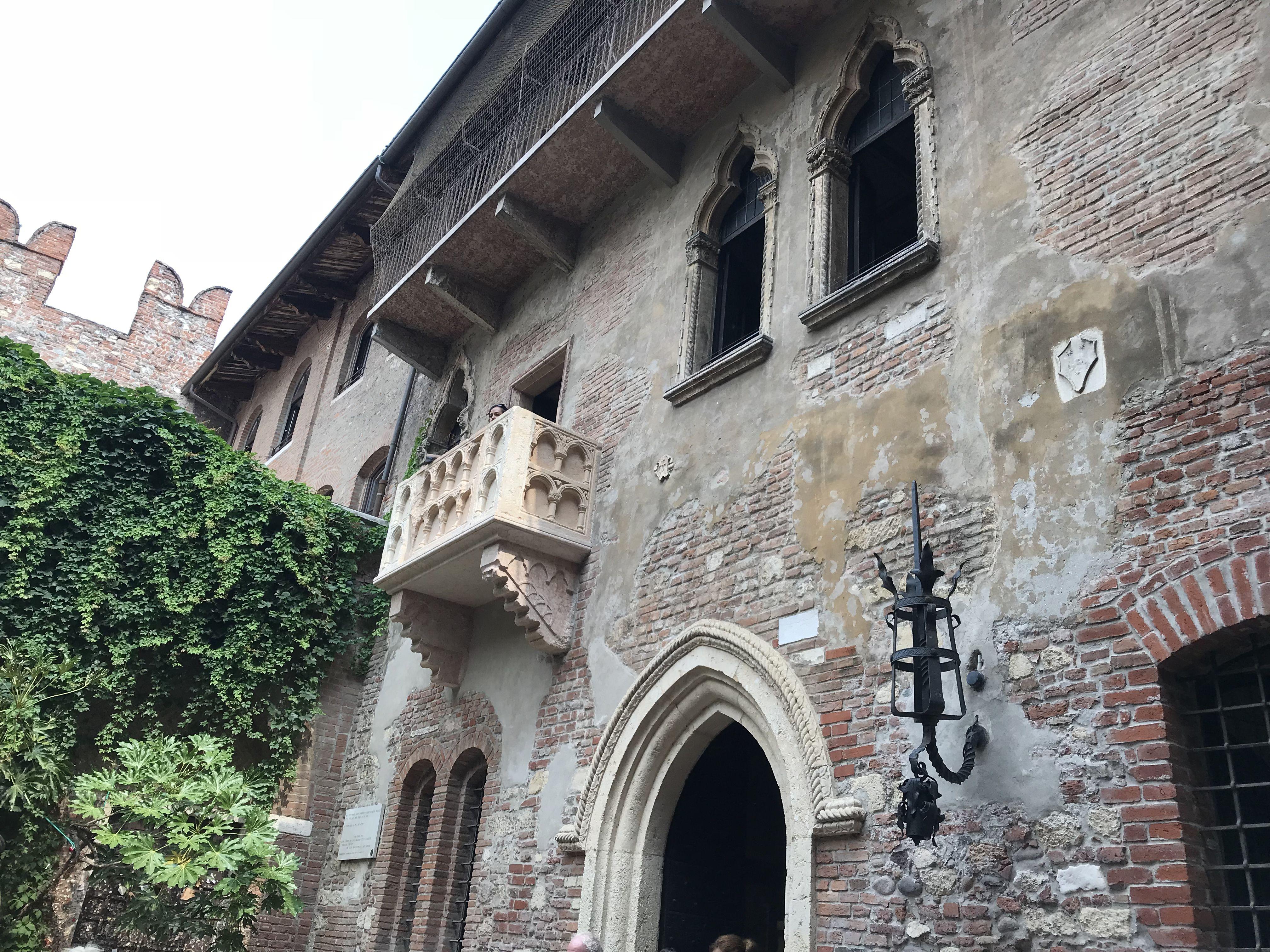 Juliets Balcony, Romeo & Juliet, Verona, Italy | Travel