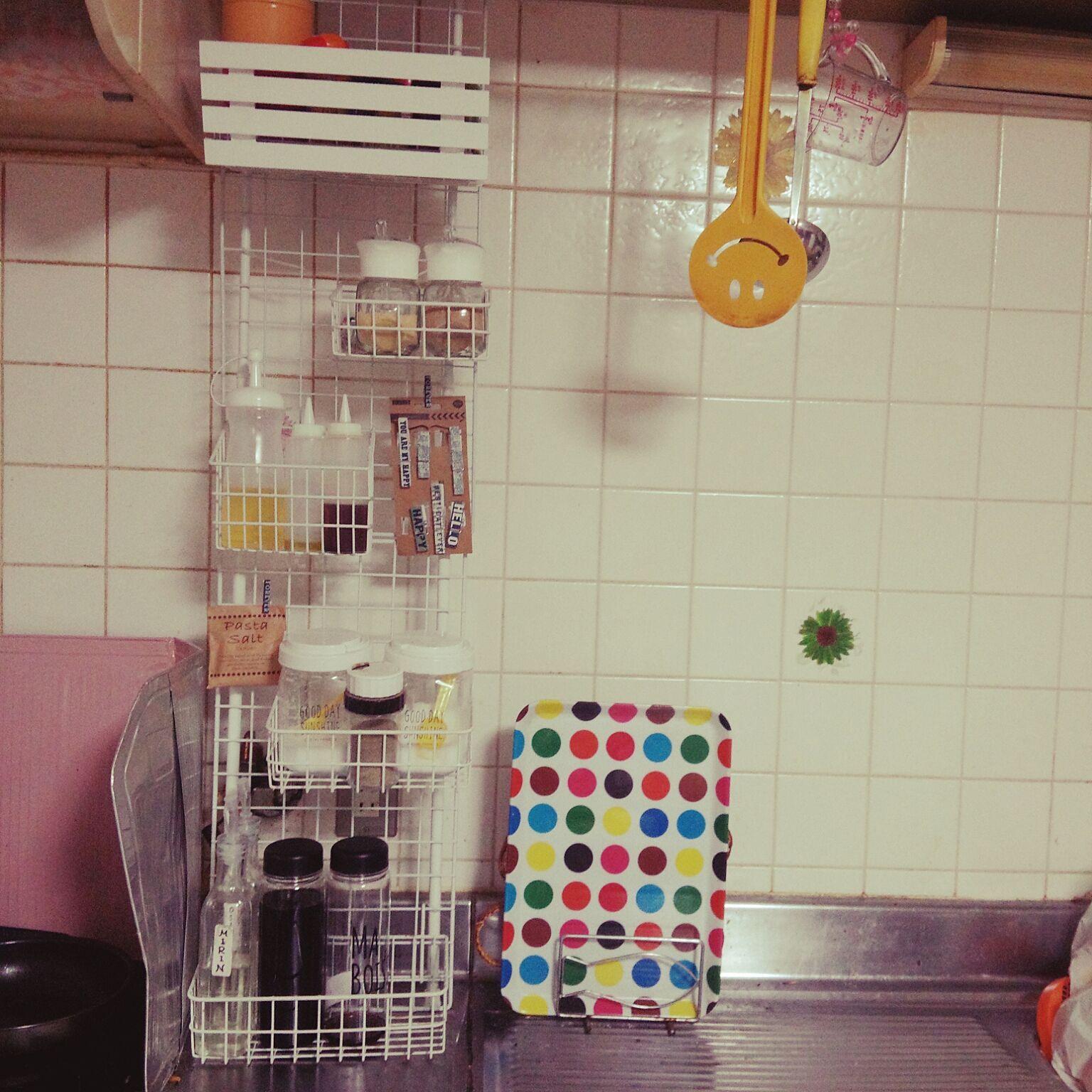 キッチン ダイソー 調味料棚 ワイヤーネット つっぱり棒のインテリア