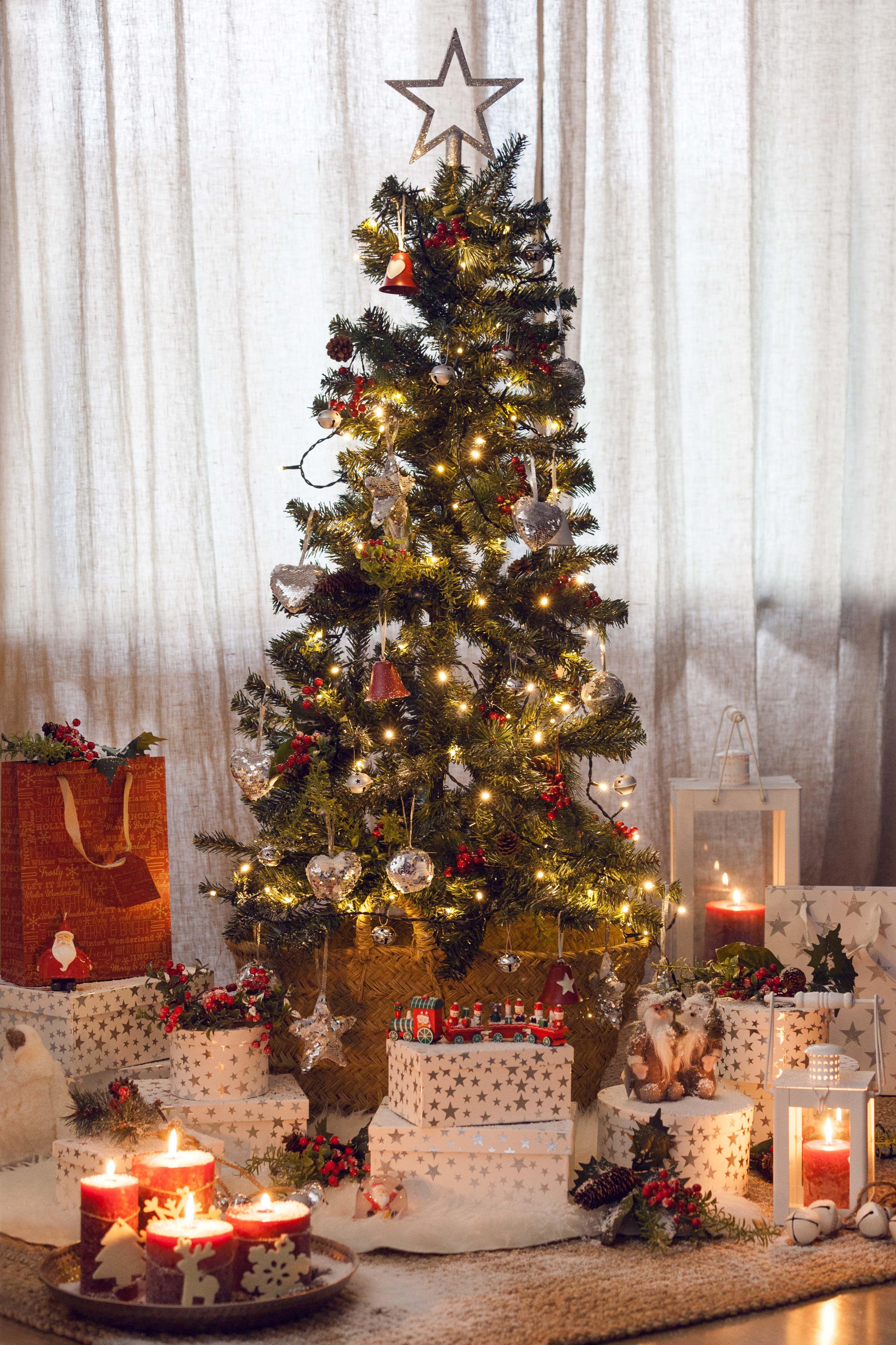 Rbol de navidad y decoraci n de muy mucho en colores rojo - Decoracion arbol de navidad blanco ...