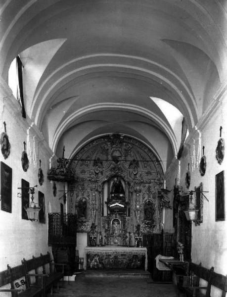 Interior de la ermita de Santa Ana.