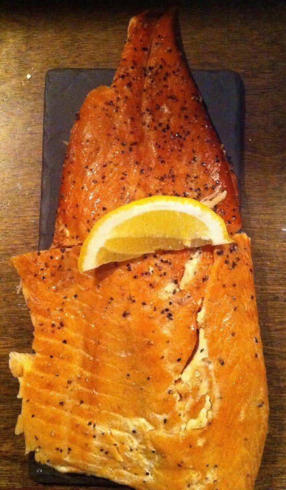 Saumon fumé des fumets Sylvestre. À goûter dans le maki au saumon fumé au poivre et pamplemousse. #Sogun #MangerLocal