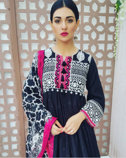 20 Classy Outfits For Pakistani Girls With Short Height Pakistan