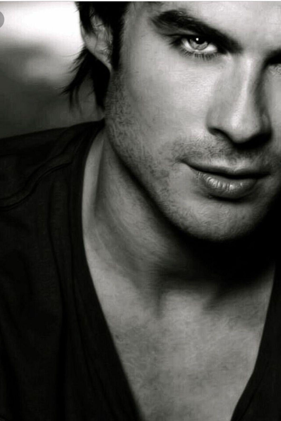 Ughhhh he's so sexy!! ☺️😭