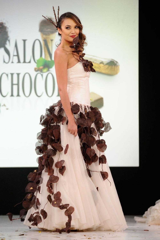 EN IMAGES. Salon du chocolat 2014: le défilé des 20 ans en 2020   Robe de soirée longue, Robe ...
