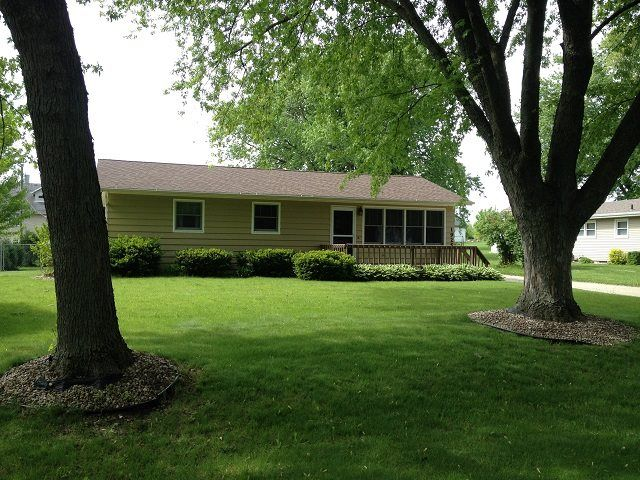 1925 W Main St  Stoughton , WI  53589  - $179,900  #StoughtonWI #StoughtonWIRealEstate Click for more pics