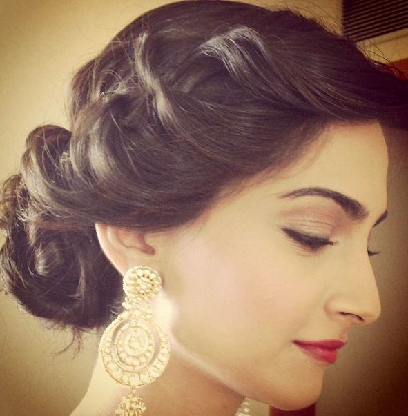 Love The Hair Style And Light Makeup Medium Hair Styles Braided Hairstyles For Wedding Indian Bridal Hairstyles