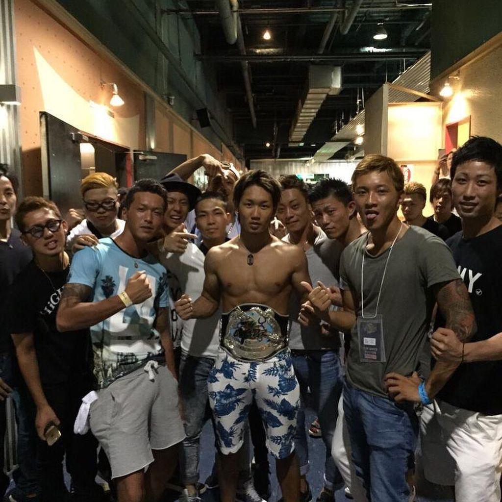 """朝倉 未来 Mikuru Asakura's Instagram post: """"元暴走族で少年院出の俺が喧嘩の延長からアウトサイダーに出始めて、チャンピオンになり初の二階級制覇もした。 そして今は海外で戦うようになった。 俺よりストーリー性のある格闘家は中々いない でも目指す場所はもっと ..."""