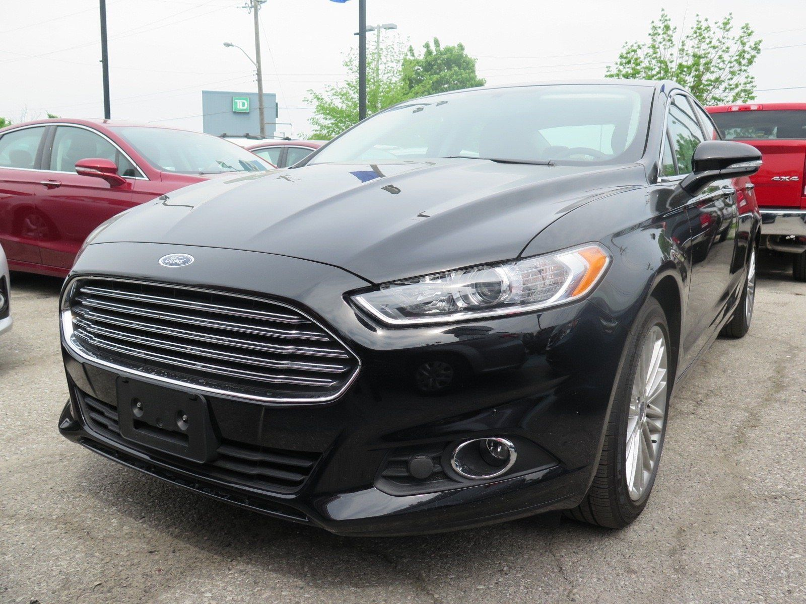 2016 ford fusion this tuxedo black fusion se comes loaded with voice activated navigation