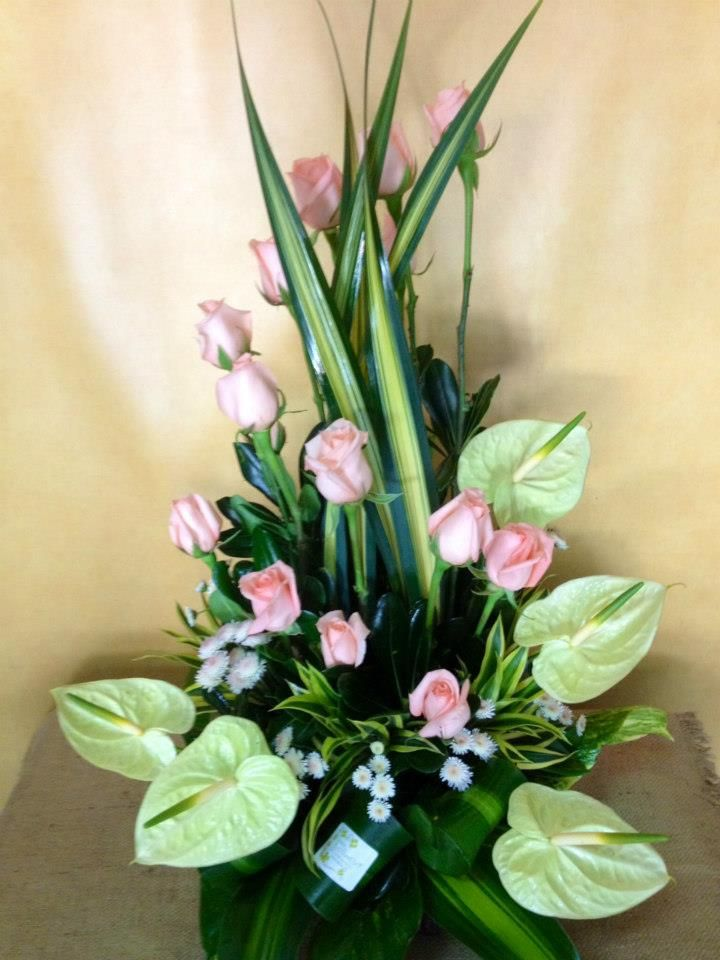 IMAGE of Pink Roses, surrounded by green anthurium\u0027s Arreglos