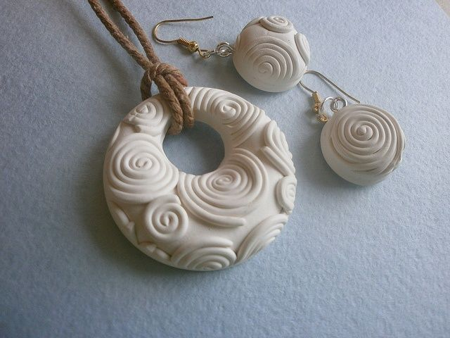nice polymer clay pendant and earrings white jewelry. Black Bedroom Furniture Sets. Home Design Ideas