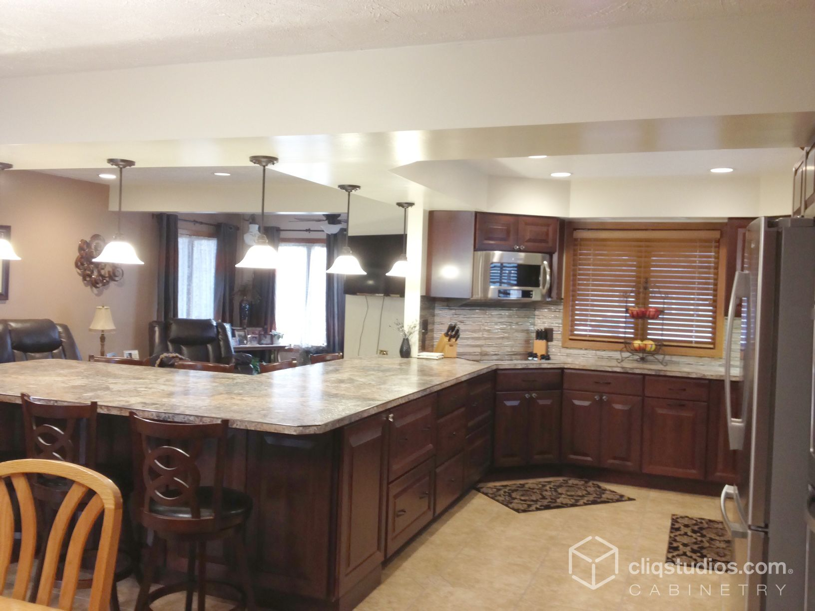 This Traditional G Shaped Kitchen Features The Carlton Raised Panel Kitchen Cabinets In The