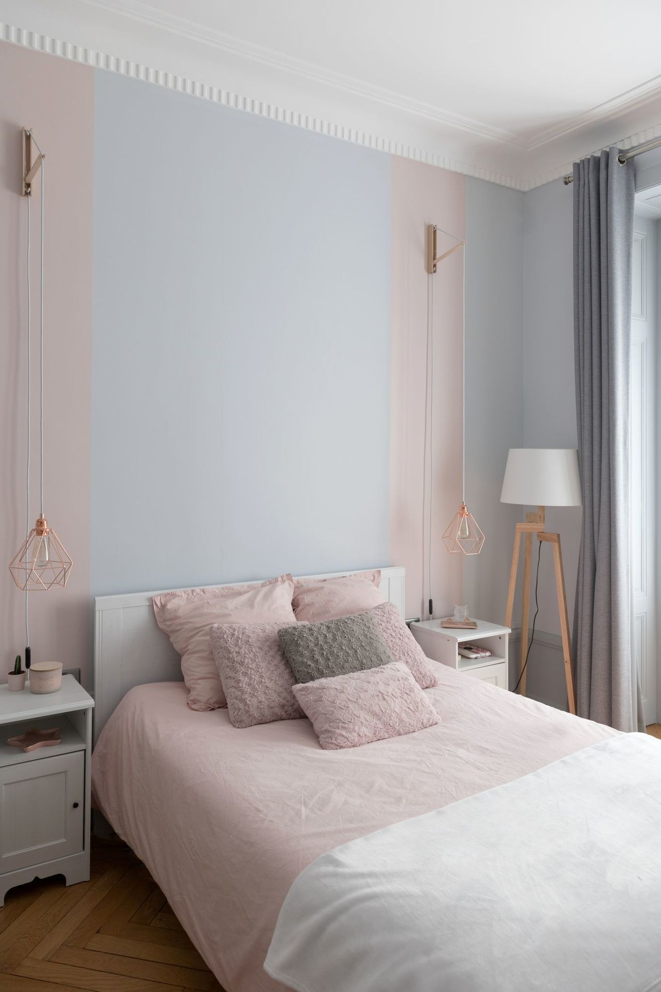 Lyon 6e Un Appartement Familial Renove En 2020 Deco Chambre Rose Et Gris Deco Chambre Parentale Rose Deco Chambre Rose