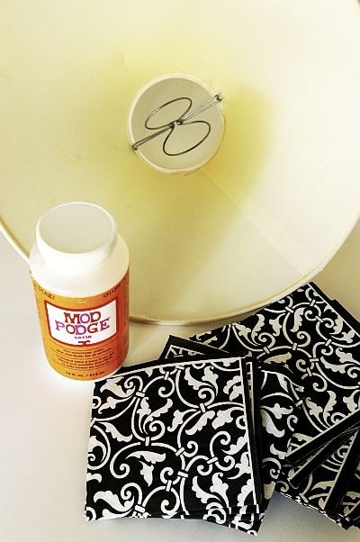 A \u201cshady\u201d tutorial. Covering a lamp shade with paper napkins