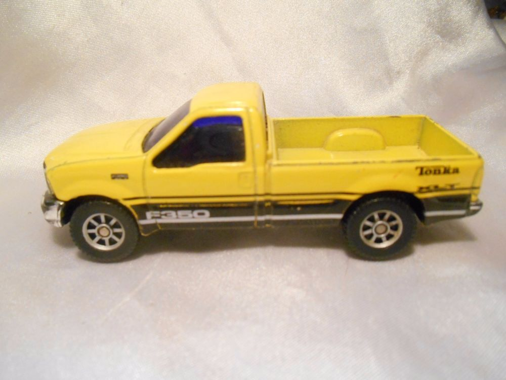 Maisto 1:24 Ford Mighty F-350 Pickup yellow Diecast Model Car