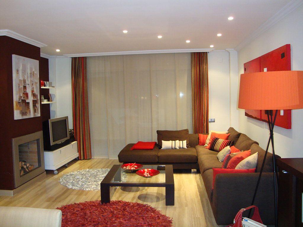 Color de pared sofas chocolate buscar con google new for Color salon muebles oscuros