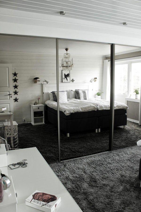 inspiration sovrum, inredning i sovrum, grå heltäckningsmatta, sängbord, tempursäng, sminkbord