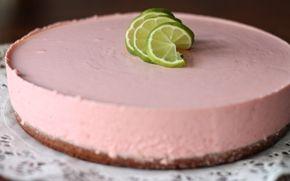 Lime-mansikkamoussekakku / Lime-strawberry mousse cake