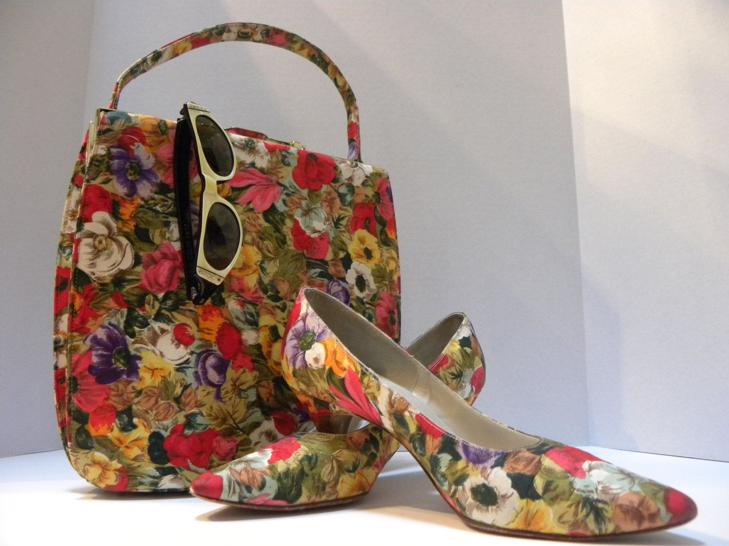 Vintage floral print matching fabric shoes and purse. $75.00, via Etsy.