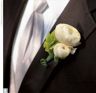 small simple garden rose modern boutonniere wedding flowers pinterest boutonnieres white ranunculus and ranunculus - Garden Rose Boutonniere