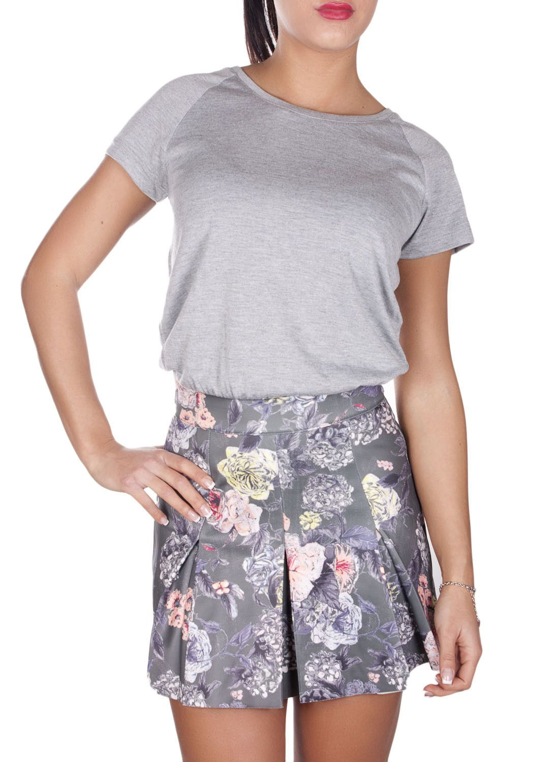 Gorgeous scuba fantasy, flirty, scuba skirt with attached T-shirt.  Available with light or dark skirt design. Sizes S to L and only £24!!  http://www.sorelle-boutique.co.uk/anna-dark-grey #sorelleboutique #veromoda #anna #dress #fantasy #boxpleat