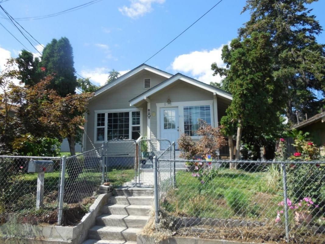 Perfect starter homelive upstairs, rent basement 2