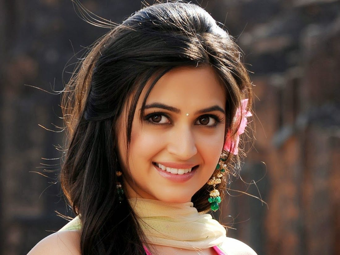 South indian girls wallpapers find best latest south - Actress wallpaper download for mobile ...