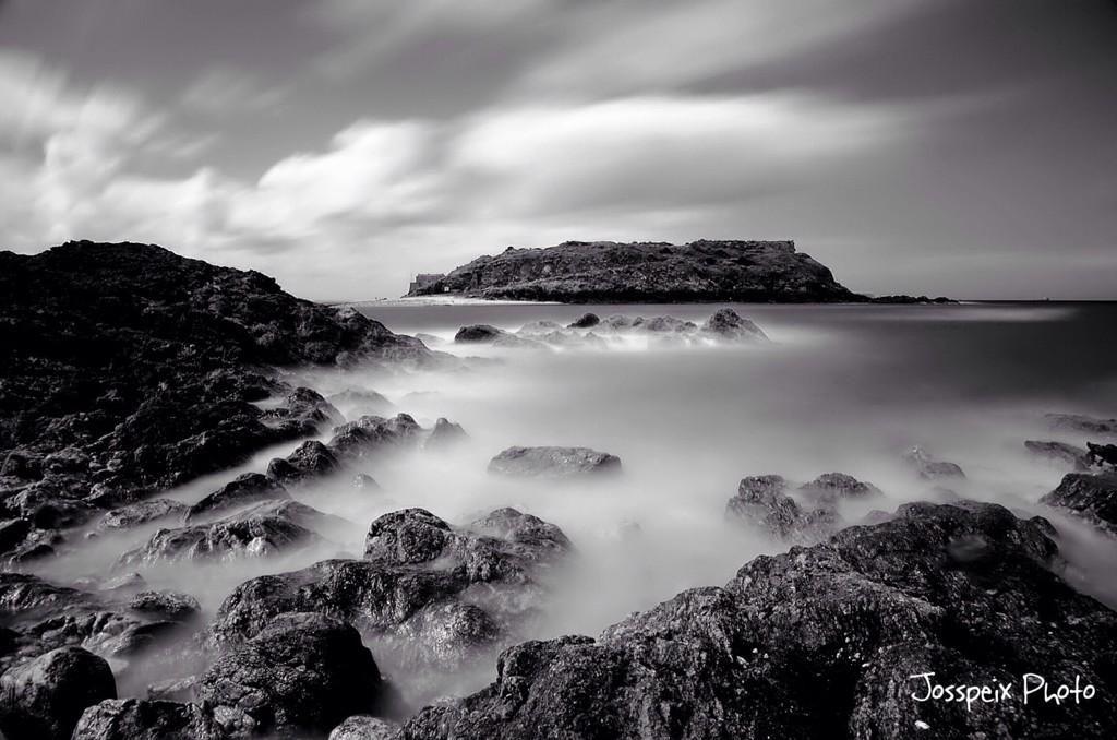 Long exposure on the rocks #saintmalo #nikon d7000 #tamron 17-50 F2.8 121 seconds, F9, 100 iso, 17 mm pic.twitter.com/3lqFg7mE5j