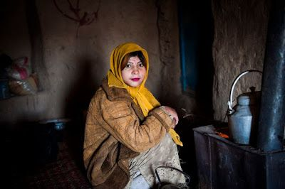 """A Jurubeba Cultural:      ●  """"Tô de olho em vocês!!!"""".   (Afeganistão foto de Monique Jaques)"""