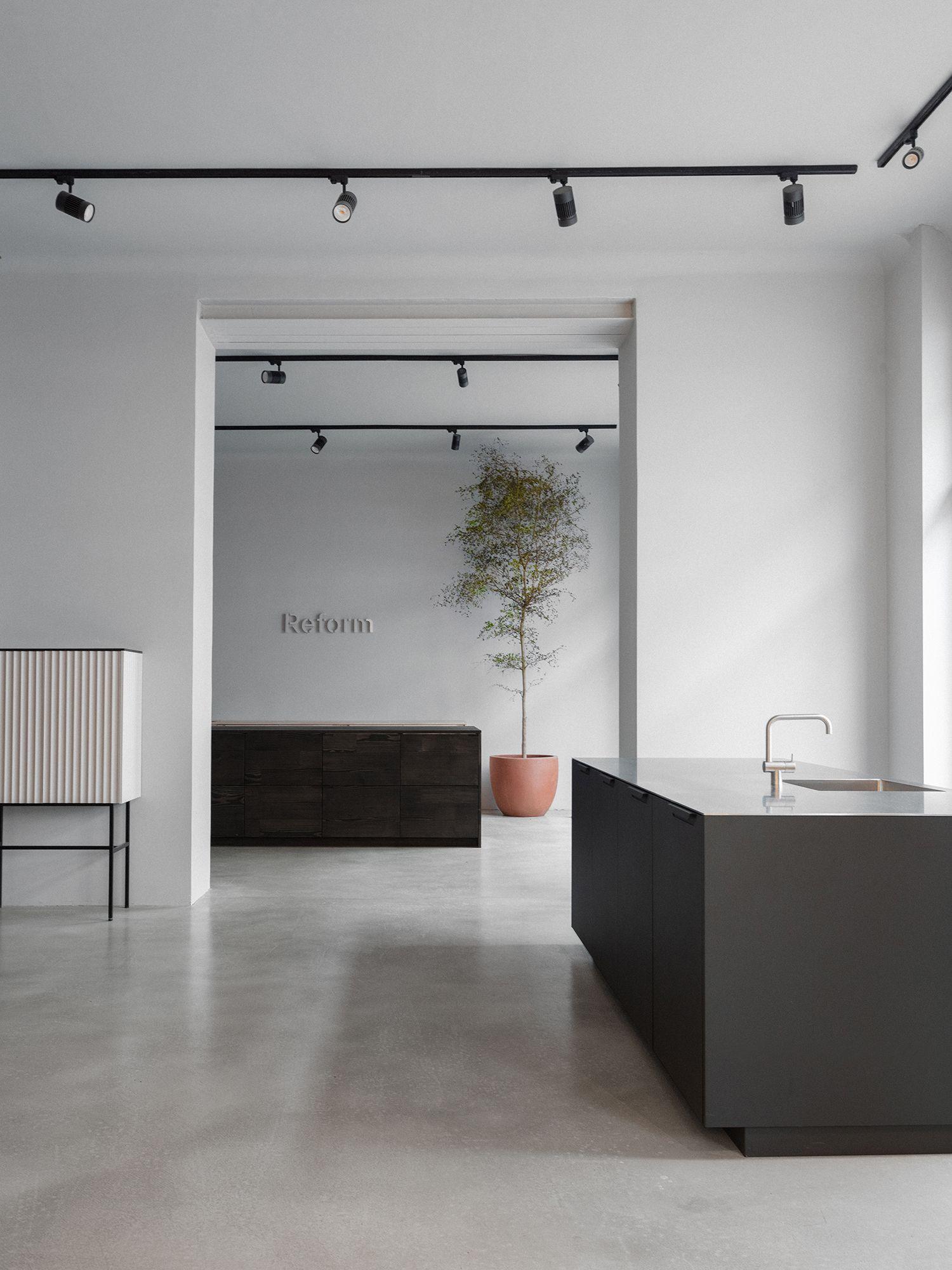 Reform Berlin Showroom Kitchen Design Showrooms Kitchen Remodel Layout Showroom Design