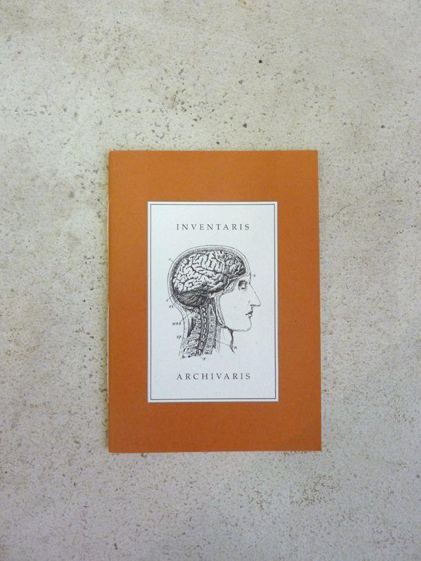 'Inventaris en Archivaris' is nummer E in een reeks van 26 boekwerkjes, opgedragen aan Bouvard en Pécuchet. Uitgegeven door Patty Struik. ISBN 90 75747 01 2. Code Oranje 26-04-14