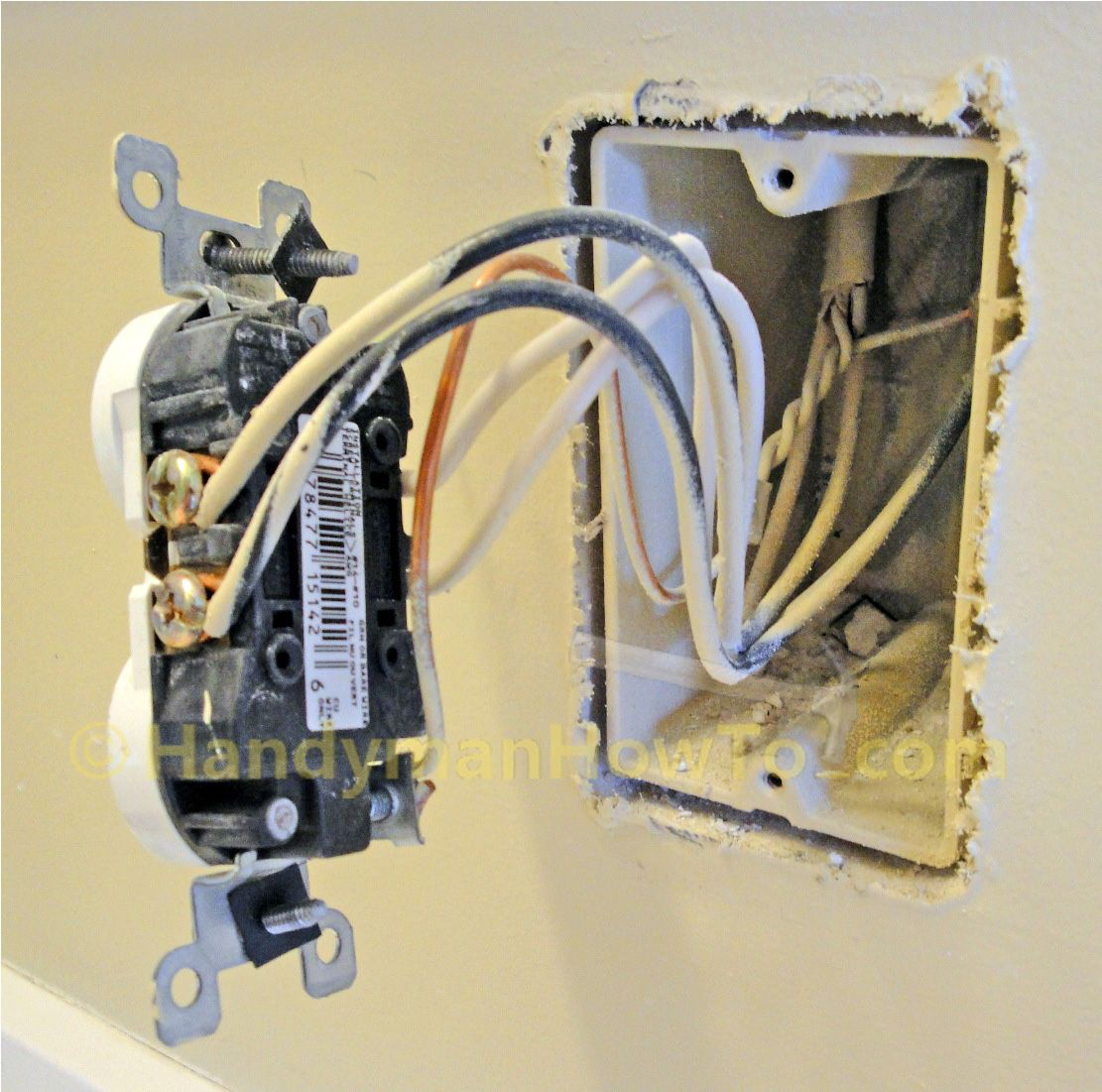 how to replace a worn out electrical outlet photo tutorial with parallel and series wiring diagrams  [ 1111 x 1101 Pixel ]