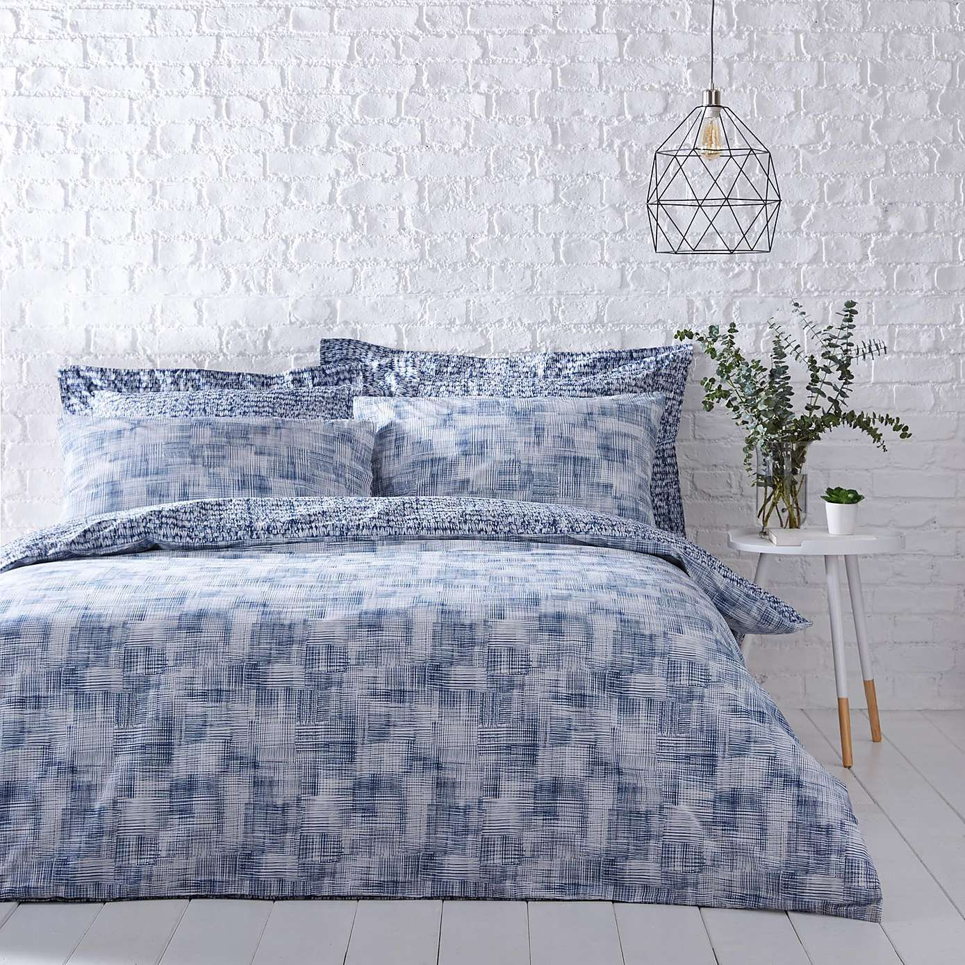 Best Elements Aaron Navy Reversible Duvet Cover And Pillowcase 640 x 480