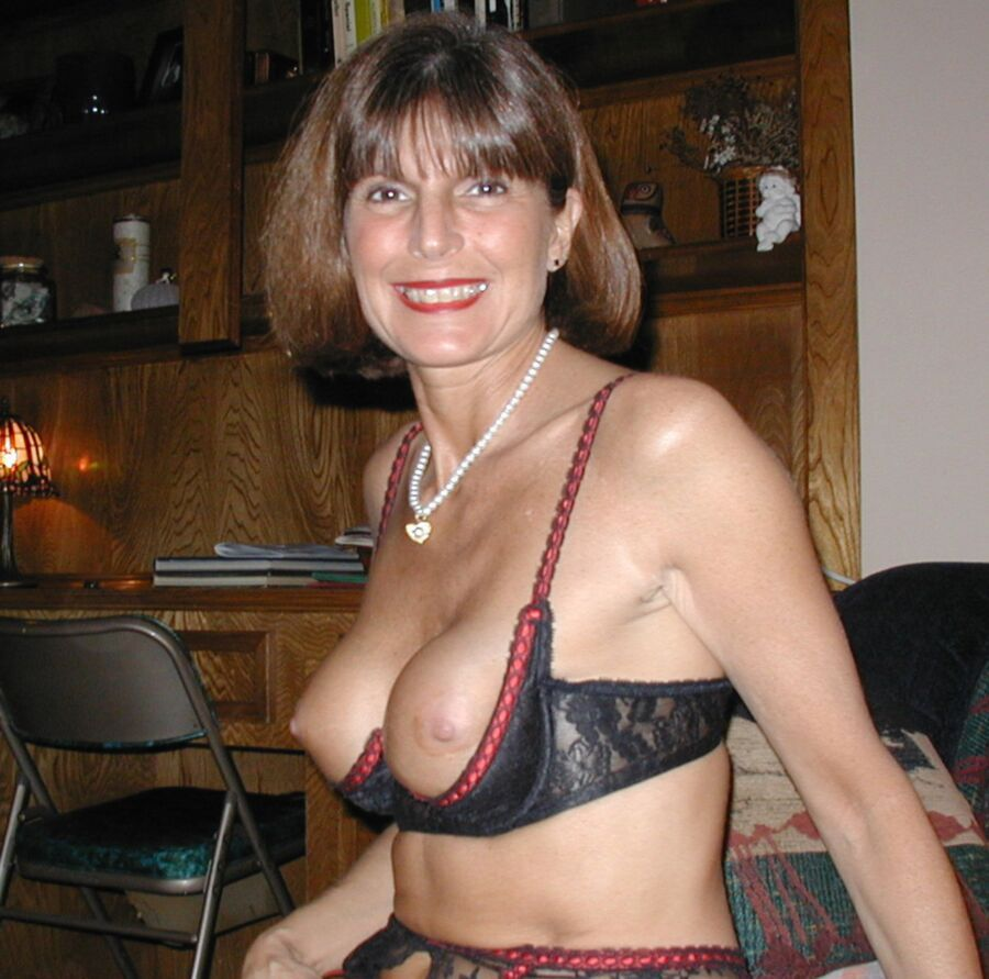 Popular Amateur Milf Sex Pics