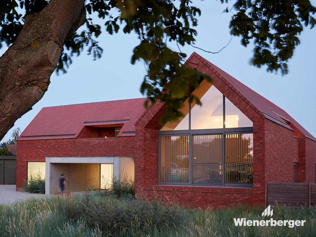 This Single Family House In Veurne Belgium Combines A Business Premises And A Family Home At The Same Time The Roof And The Fa Facade Barn House Family House