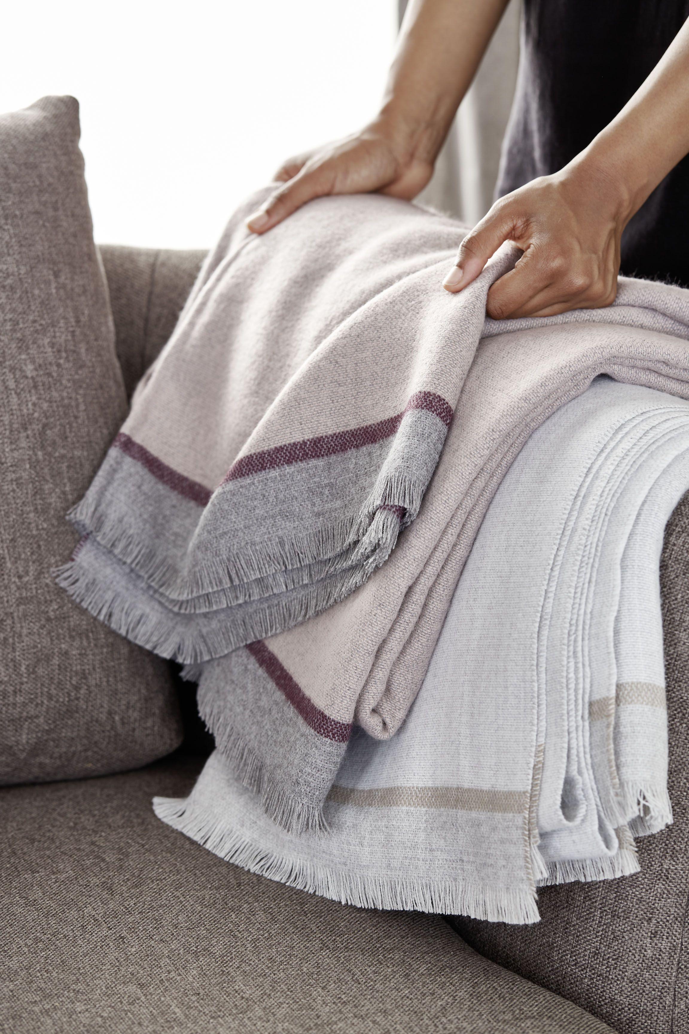 Schoner Wohnen Kollektion Decke Linea In 2020 Decke Tagesdecke Textilien